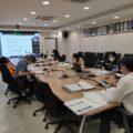 ผู้บริหารและเจ้าหน้าที่สำนักงานบริหารระบบกายภาพประชุมโครงการออกแบบก่อสร้างโครงการปรับปรุงรั้ว และภูมิทัศน์โดยรอบพื้นที่ฝั่งตะวันตกฯ