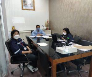 ผู้บริหารและเจ้าหน้าที่สำนักงานบริหารระบบกายภาพประชุมร่วมกับสำนักงานกลาง และ อาจารย์ภาวินี เรื่องผังแม่บทราชการุณย์