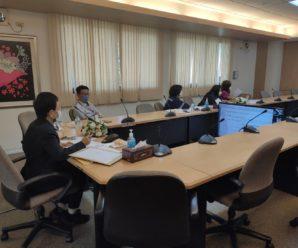 ผู้บริหารและเจ้าหน้าที่สำนักงานบริหารระบบกายภาพประชุมคณะกรรมการพิจารณาผลการประกวดราคา โครงการปรับปรุงอาคารธนาคารไทยพาณิชย์เพื่อใช้เป็นที่ทำการชั่วคราวของสำนักงานบริหารระบบกายภาพ และสำนักงานที่จะต้องย้ายออกจากอาคารเฉลิม บูรณะนนท์ โดยวิธีประกวดราคา